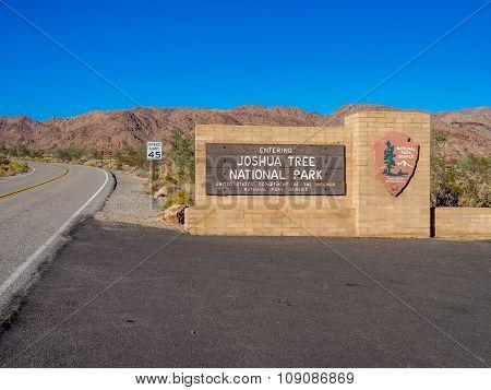 Entrance sign to Joshua Tree National Park