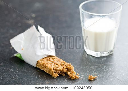 muesli bar and milk on kitchen table