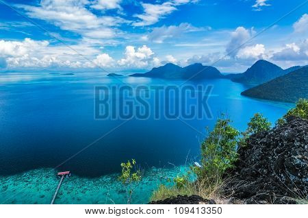 Beautiful clear blue sky view of Tun Sakaran Marine Park tropical island (Bohey Dulang) Semporna