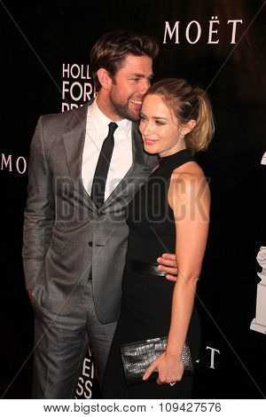 LOS ANGELES - AUG 13:  John Krasinski, Emily Blunt at the HFPA Hosts Annual Grants Banquet - Arrivals at the Beverly Wilshire Hotel on August 13, 2015 in Beverly Hills, CA
