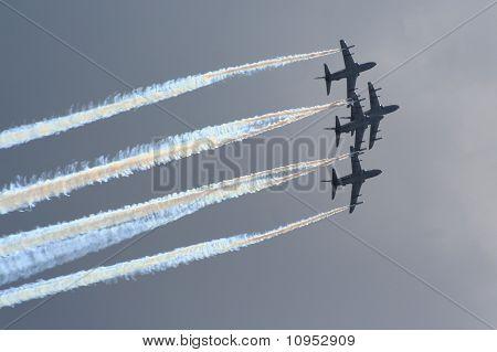 Aerobatic jet planes