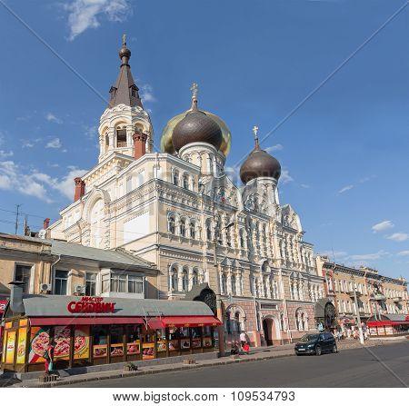 Odessa, Ukraine - Avgust 24, 2015: Sobor Velikomuchenika I Tselitelya Panteleimona I Raspolozhennyye