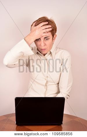 Worried businesswoman with a laptop