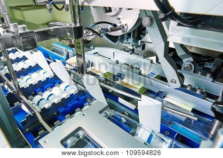 pharmaceutical packing production line conveyer at manufacture pharmacy factory