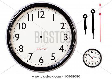 Mãos e a cara de relógio em branco