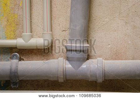 mount pipe on wall