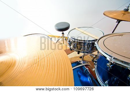 Drums percussion.