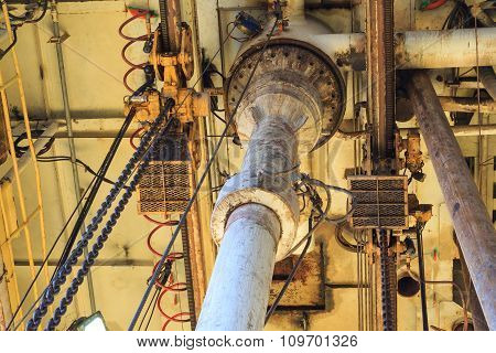 Diverter And Low Pressure Riser Under The Rig Floor Jack Up Rig