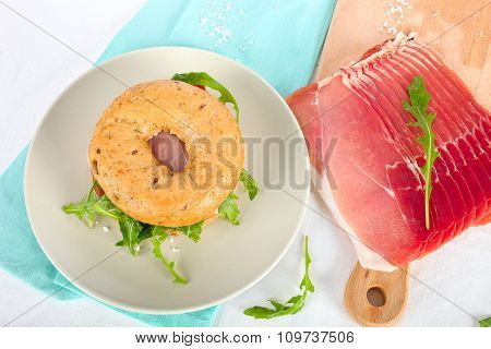 Bagel sandwich and ham