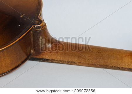 Old damaged violin with a neck broken off and poorly repeared by a dilettante. It has a broken rib and a top block seen outside.