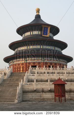 The temple of Heaven in Beijing symbol of the 2008 poster