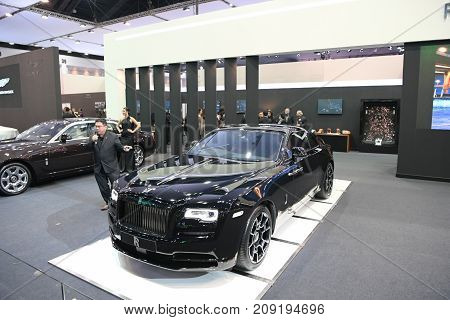 Rolls-royce Red Wraith Car