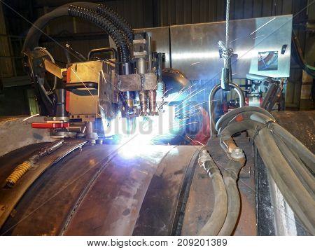 Butt Welding Underwater Pipeline Using Automatic Equipment