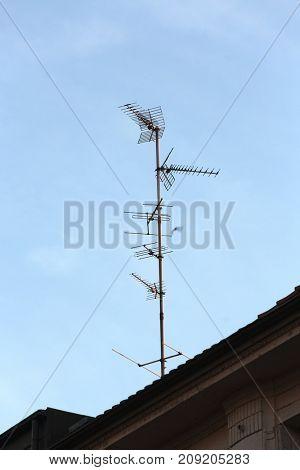Antennas on a metal mast