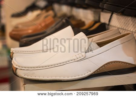 white shoes For men In the mall