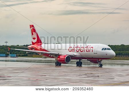 Airberlin Airbus A320 At Cologne-bonn Airport  In The Runaway