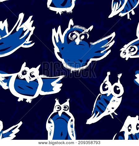 Seamless pattern with doodle owls. Background with sketchy owls. Vector ink illustration with birds in children's style
