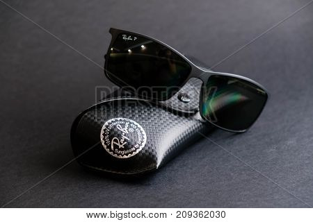 Moscow, Russia - October 8, 2017: The Ray-ban Caravan With Gold Frame And Classic G-15 Lens. Ray-ban