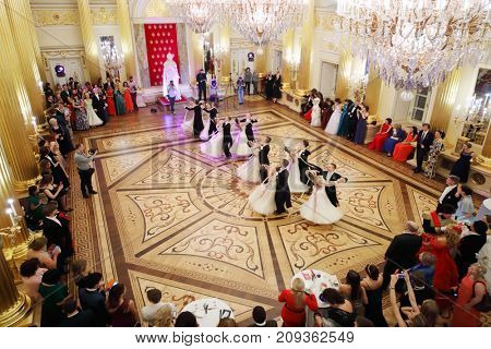 MOSCOW - SEP 16, 2017: Young dancing pairs in big hall at Great Catherine Ball (dance party) in Tsaritsyno