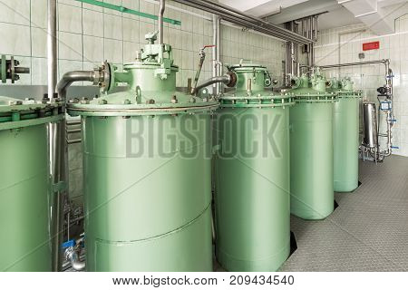 Adsorption sand filtration system. Industrial filtration system for liquids.