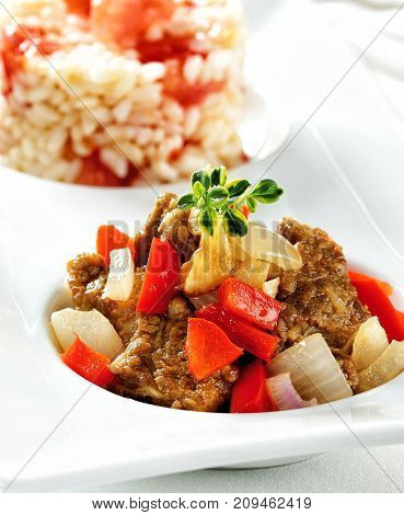 Beef stew with bell pepper and onions.