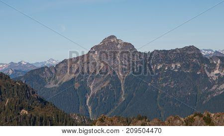 Scenic view of Mount Pugh in the Cascade Mountain Range during the Autumn season.