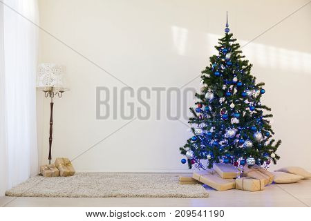 Christmas tree in a bright room new year gifts 1