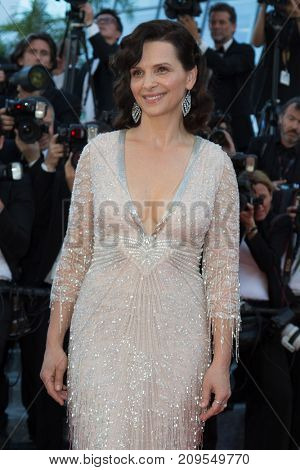 CANNES, FRANCE - MAY 20: Juliette Binoche attends the 'The Last Face' premiere. 69th annual Cannes Film Festival at the Palais des Festivals on May 20, 2016 in Cannes