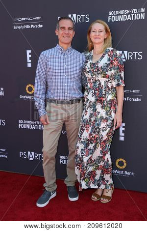 LOS ANGELES - OCT 8:  Eric Garcetti, Amy Wakeland at the P.S. ARTS' Express Yourself 2017 at the Barker Hanger on October 8, 2017 in Santa Monica, CA
