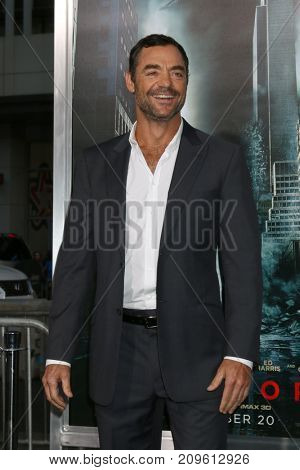 LOS ANGELES - OCT 16:  David S Lee at the Geostorm Premiere at the TCL Chinese Theater IMAX on October 16, 2017 in Los Angeles, CA