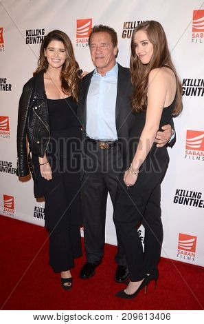 LOS ANGELES - OCT 14:  Katherine, Arnold, and Christina Schwarzenegger at the