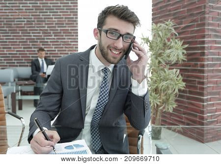 lawyer talking to a client on the smartphone