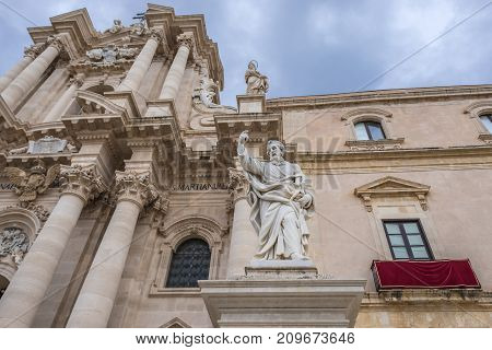 Saint Paul statue in front of Syracuse Cathedral and Archbishop's Palace (right) on Ortygia isle Syracuse city Sicily Island in Italy