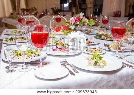 Banquet event - tablewear and meal, interior photo