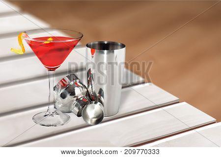 Bar metal cocktail shake shaker barman leisure