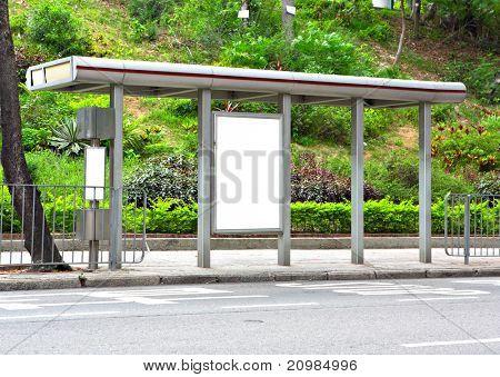 Prázdné billboard na autobusové zastávce