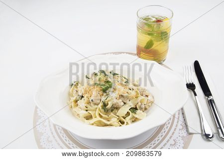 delicious dried tagliatelle with chicken, seasoned with single cream