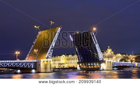 In summer during navigation the city's open bridges for the passage of vessels.