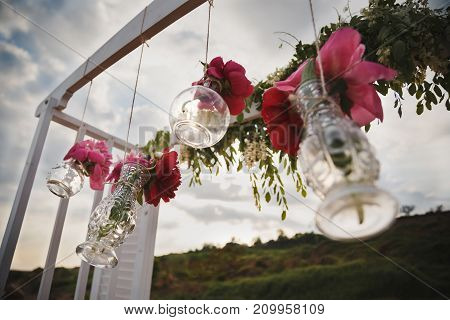Original Wedding Floral Decoration In Form Of Mini Vases And Bouquets Of Flowers Hanging From Weddin