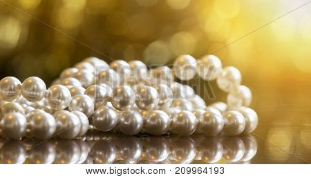 Christmas gift jewelry shopping for women - beautiful white pearls banner