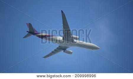 Hs-tbg Airbus A330-300 Of Thaiairway Tg111