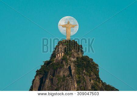 Rio De Janeiro, Brazil - May 20, 2019: Christ The Redeemer Statue On Top Of The Corcovado Mountain A