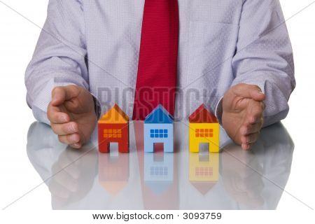 Onroerende goederenagent weergegeven: huizen