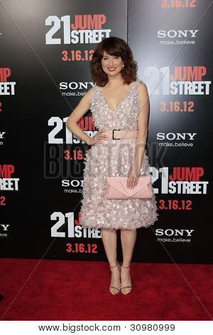LOS ANGELES - MAR 13:  Ellie Kemper arrives at the