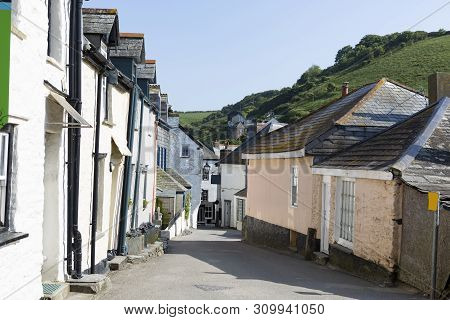Quaint Street In The Small Cornish Fishing Harbour Town Of Padstow In The County Of Cornwall, Uk