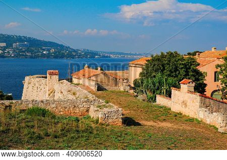 Tower And Cannon Of Fort Royal On Sainte-marguerite Island. Stunning View On Cannes In Opposite Shor