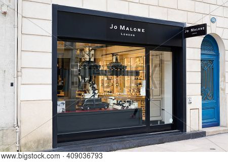 Bordeaux , Aquitaine France - 02 16 2021 : Jo Malone London Sign Text And Brand Logo Front Of Boutiq