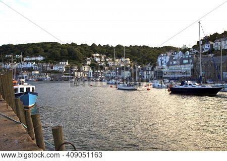 Looe (england), Uk - August 22, 2015: Looe Harbor, Cornwall, England, United Kingdom.