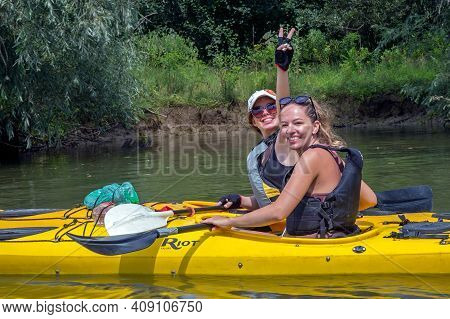Murighiol, Romania - July 20, 2020: Friendly Young Sportswomen Practicing Kayak-canoe On An Arm Of T