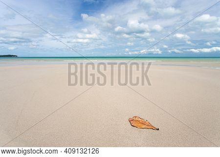 White Sand Beach Chaweng Beach, Koh Samui, Thailand. After Covid Had No Tourists Make The Sea Comple
